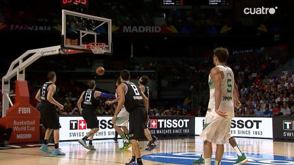 De dos, de tres, asistencias, carreras... Neto juega un baloncesto maravilloso