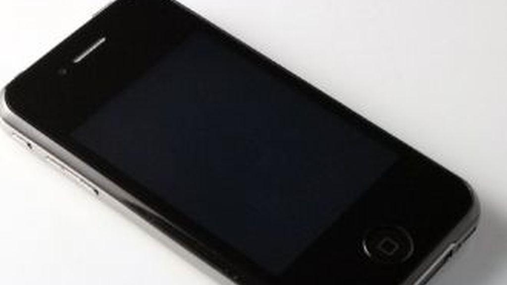 La imitación del iPhone 5 no nato tiene un cuerpo extremadamente fino -7 milímetros- y consiste en una evolución del diseño del iPhone 4, con los bordes más redondeados.