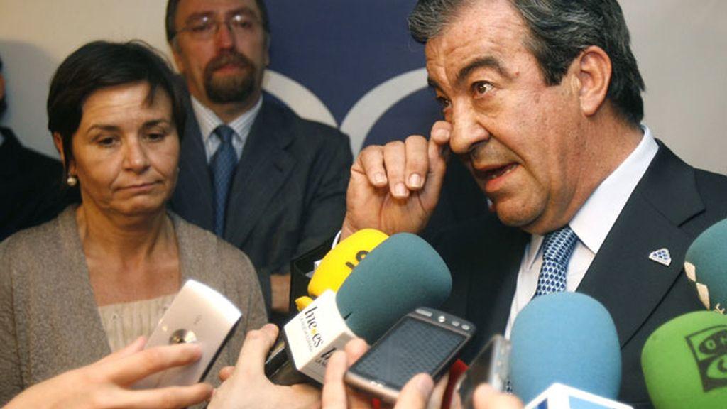 Delicadas negociaciones entre Foro Asturias y el PP.