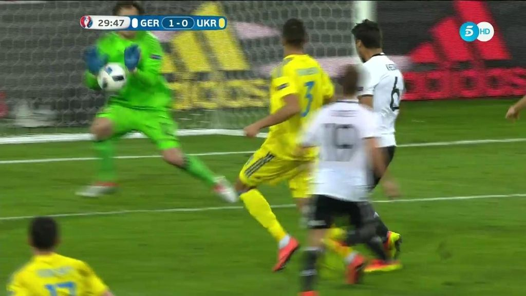 Pyatov salvó el segundo: magnífico pase de Kroos a Khedira y paradón del meta ruso