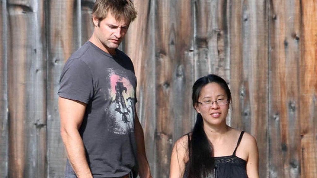 Josh Holloway y Yessica Kumala