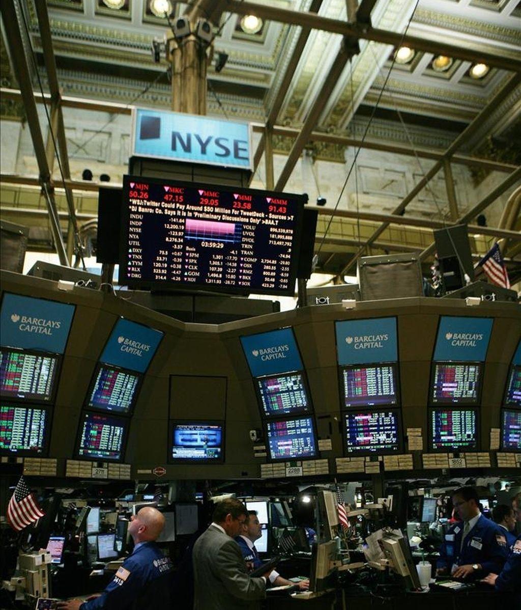 El Dow Jones de Industriales sumó 186,79 puntos para cerrar en 12.453,54 unidades, el selectivo S&P 500 subió el 1,35 % y el índice compuesto del mercado Nasdaq ganó el 2,1 %. EFE/Archivo