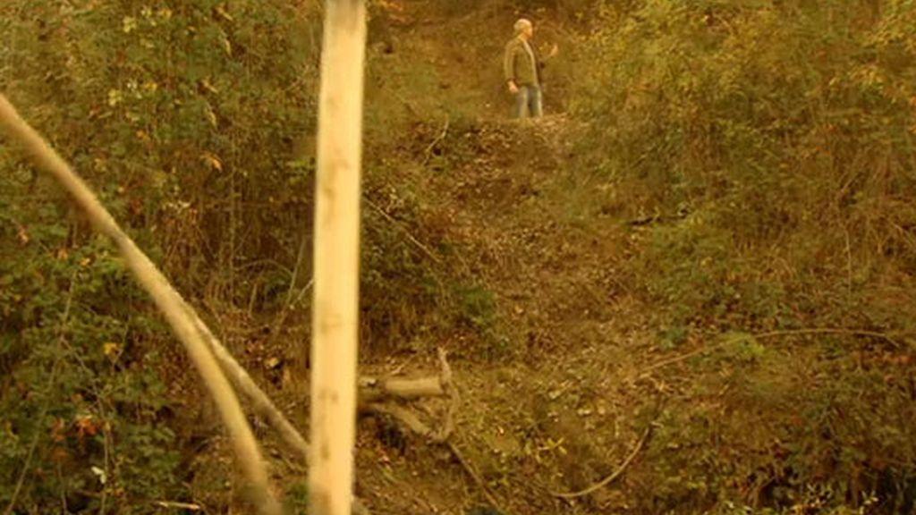 Raquel consigue escapar del asesino