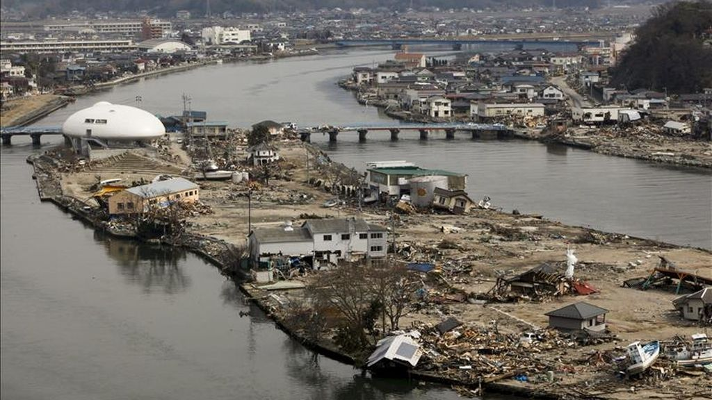 Vista general de la devastación causada por el terremoto y posterior tsunami en la ciudad de Ishinomaki, en la prefectura de Miyagi (Japón). EFE