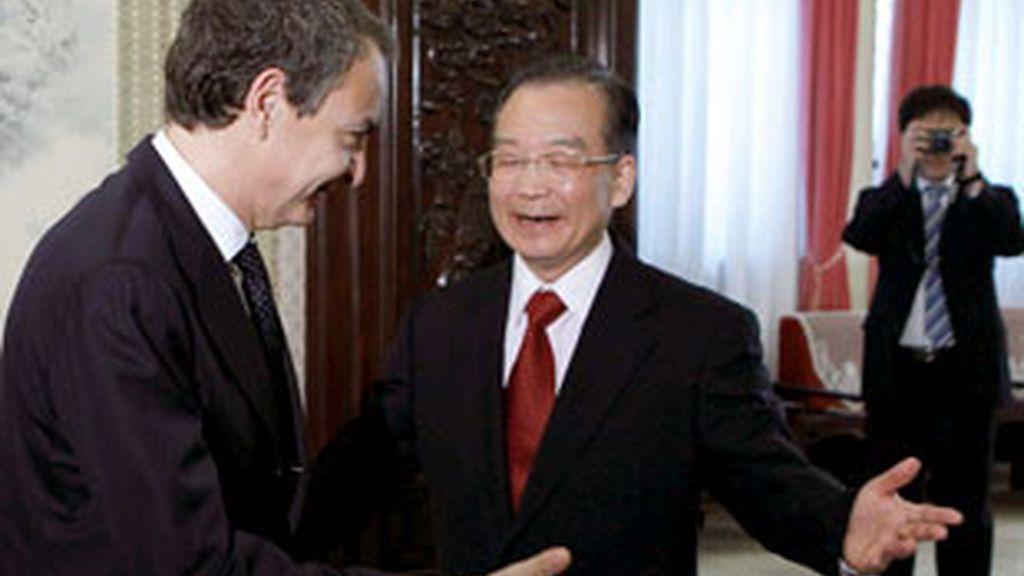 El presidente del Gobierno, José Luis Rodríguez Zapatero, y el primer ministro chino, Wen Jiabao. Vídeo: Informativos Telecinco