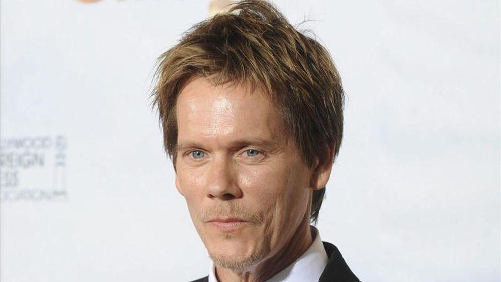 Fotografía de enero de 2010 en la que se registró al actor estadounidense Kevin Bacon, durante la edición número 67 de la entrega de los premios Globos de Oro en Los Ángeles, California (EE.UU.). Bacon será uno de los presentadores en la edición 68 de estos premios. EFE/Archivo