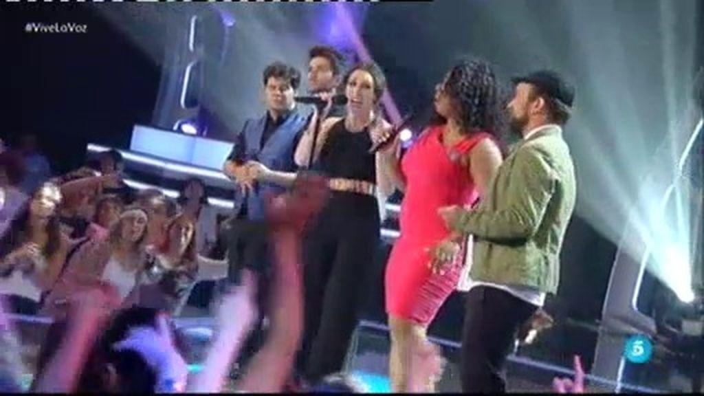 Joaquín, Diego, Juañarito y Diana cantan junto a su coach Malú