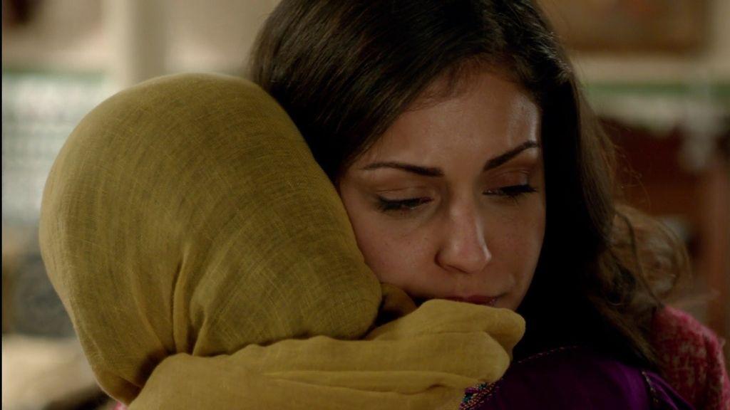 Fátima le cuenta a su madre toda la verdad sobre Khaled