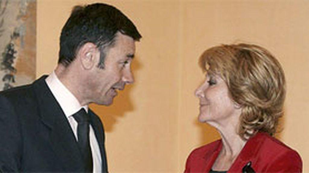 Gómez y Aguirre, los dos aspirantes a la presidencia de la Comunidad de Madrid, se vuelcan en la red social. Foto: EFE/Archivo