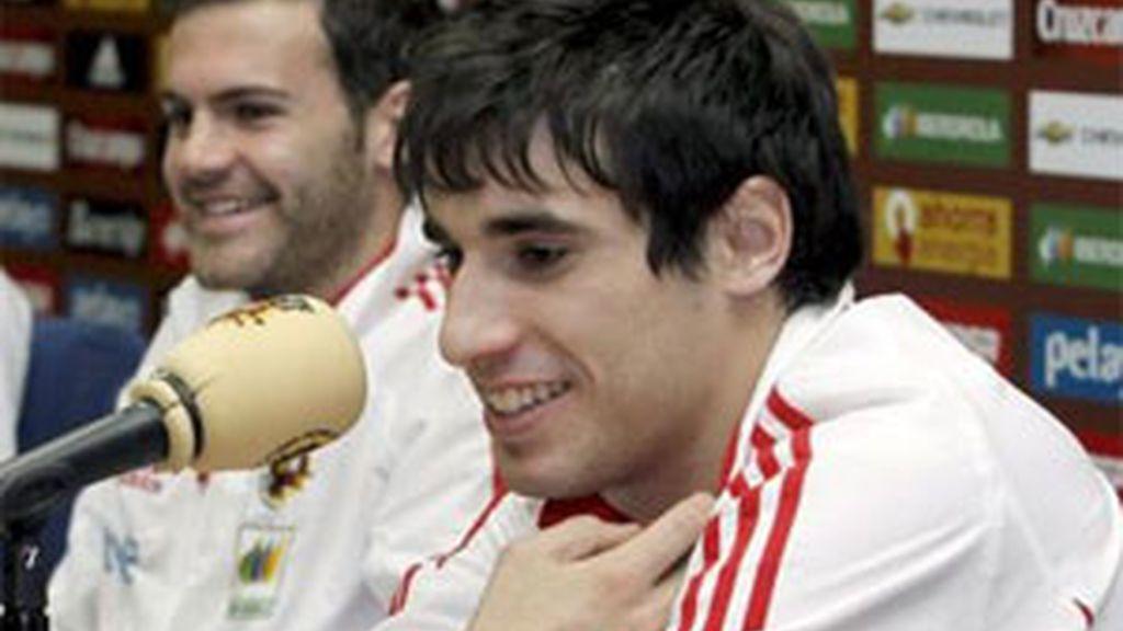 Juan Mata y Javi Martínez, dos campeones del mundo el la sub-21. Foto: EFE