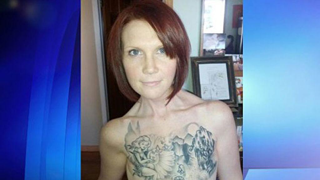 sobrevive tres cánceres, mujer canadiense tatuaje