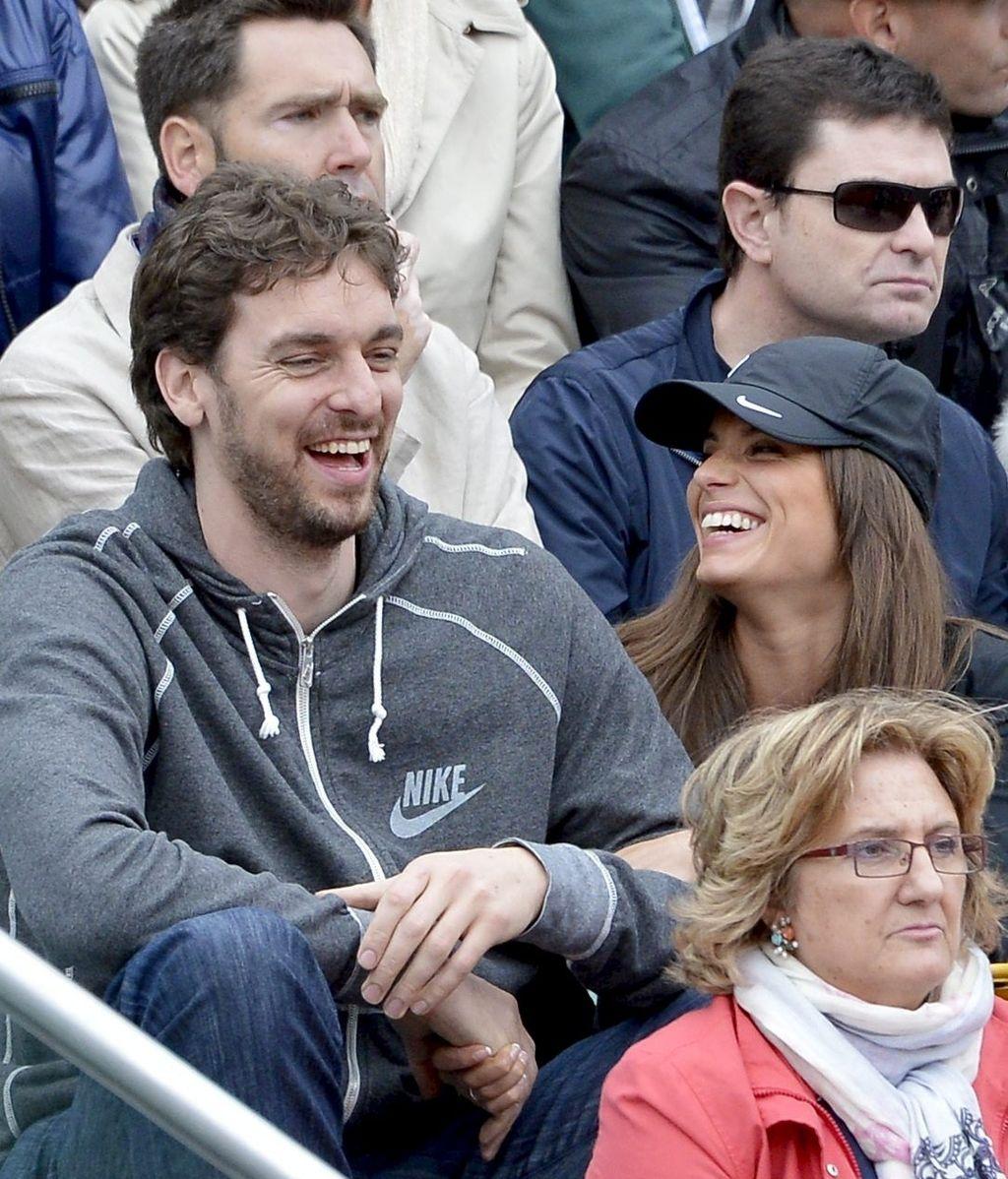 Pau Gasol y su novia animan a su amigo Rafa