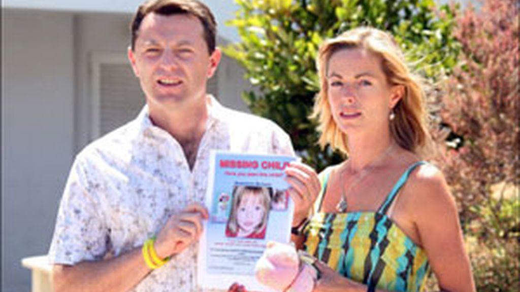 Kate y Gerry McCann con una foto de su hija Madeleine. Foto: GTRES
