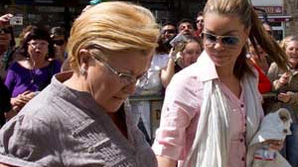 María José Campanario y su madre, Remedios Torres. Foto. EFE