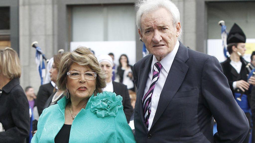 Luis del Olmo y su mujer