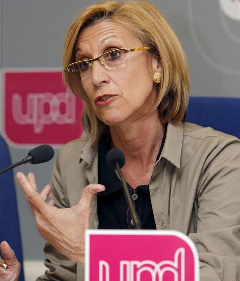 La líder de UPyD, Rosa Díez, ha asegurado que si su formación no alcanza un pacto de Gobierno en los ayuntamientos ni con el PSOE ni con el PP, respetarán lo que hayan decidido los electores en las urnas. EFE