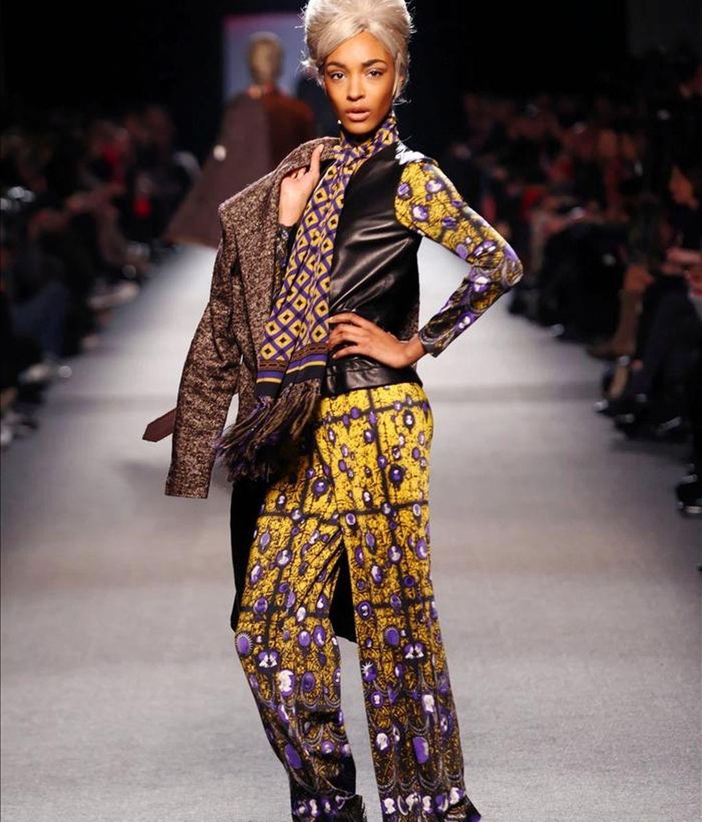 Una modelo luce una creación de la casa de moda Jean Paul Gaultier. EFE/Archivo