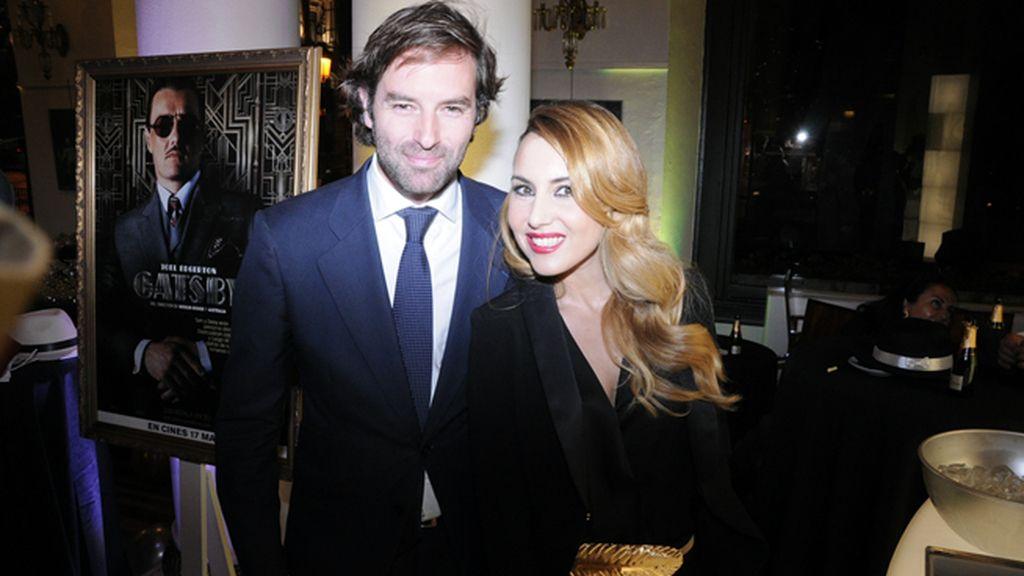 José Ramón Cisneros y Berta Collado, con esmoquín de Álex Vidal