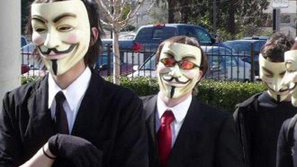 Decenas de manifestantes han tomado la estación del Centro Cívico, escenario principal de la protesta organizada por Anonymous, y han permanecido allí alrededor de una hora hasta que la Policía les ha evacuado. Foto archivo