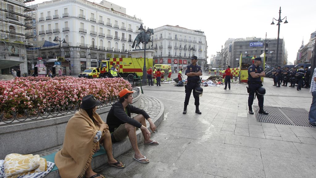 La Policía concluye el desalojo de los últimos acampados en Madrid