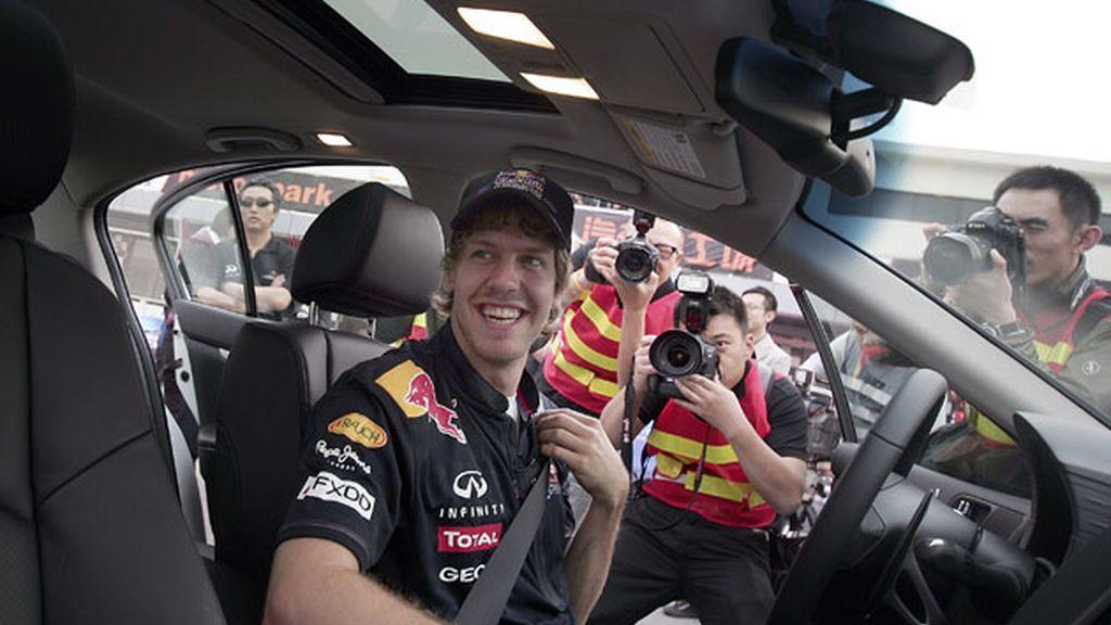 Vettel se prepara para reconocer el circuito