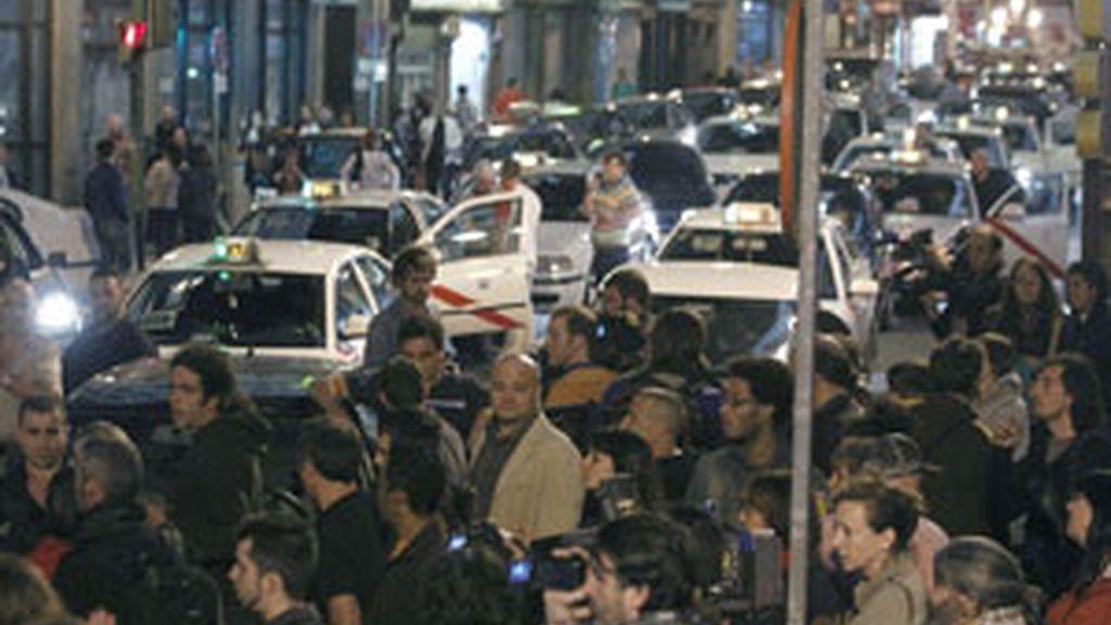 Los indignados han vuelto a cortar las calles cercanas al Congreso. Vídeo: Informativos Telecinco