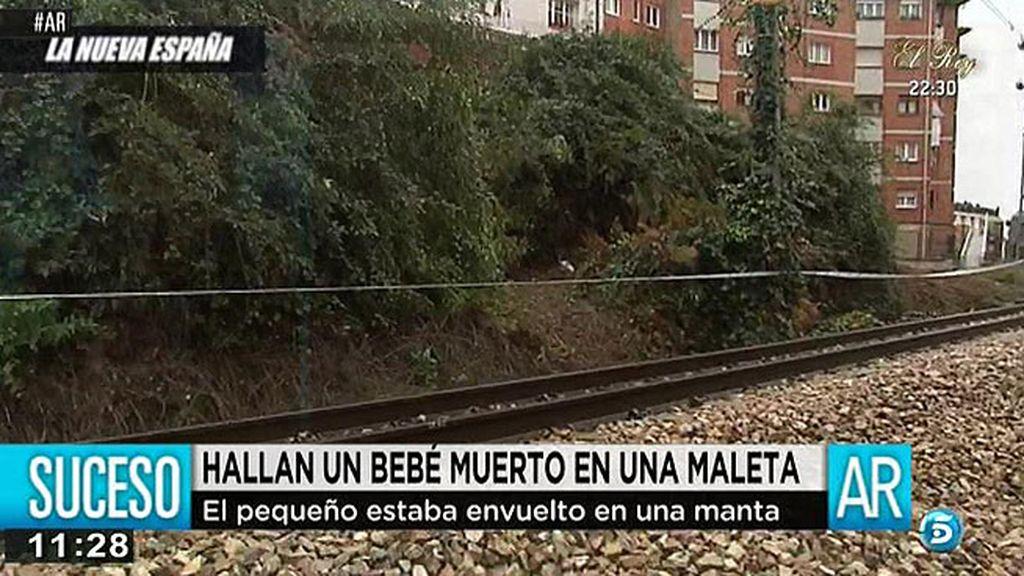 Hallan un bebé muerto en una maleta junto a las vías del tren