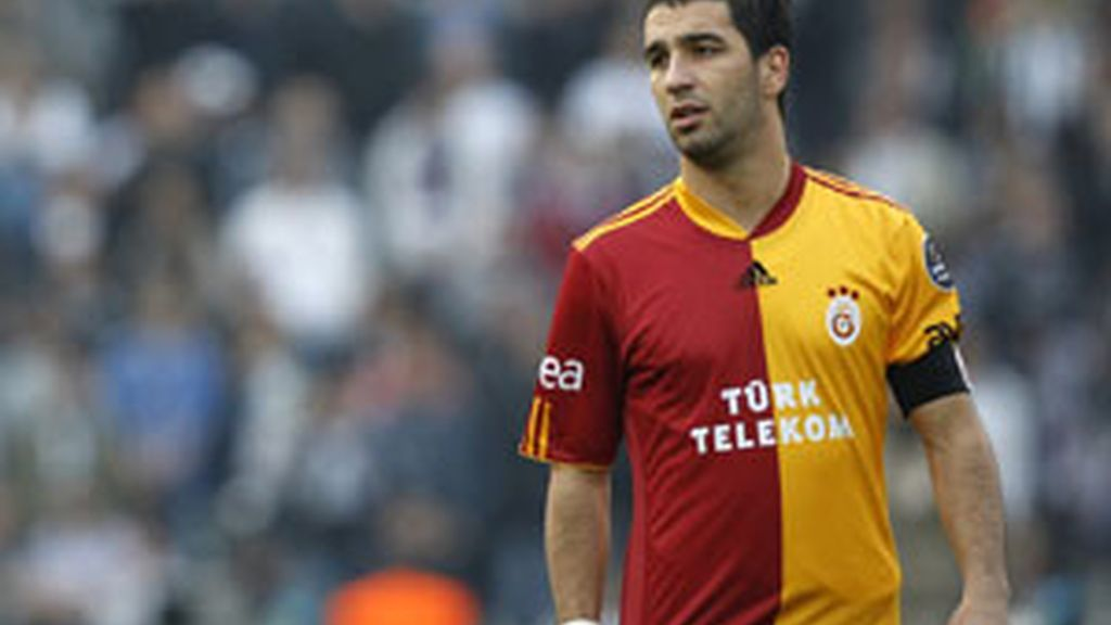 Arda Turan en un partido con el Galatasaray. Foto: Reuters