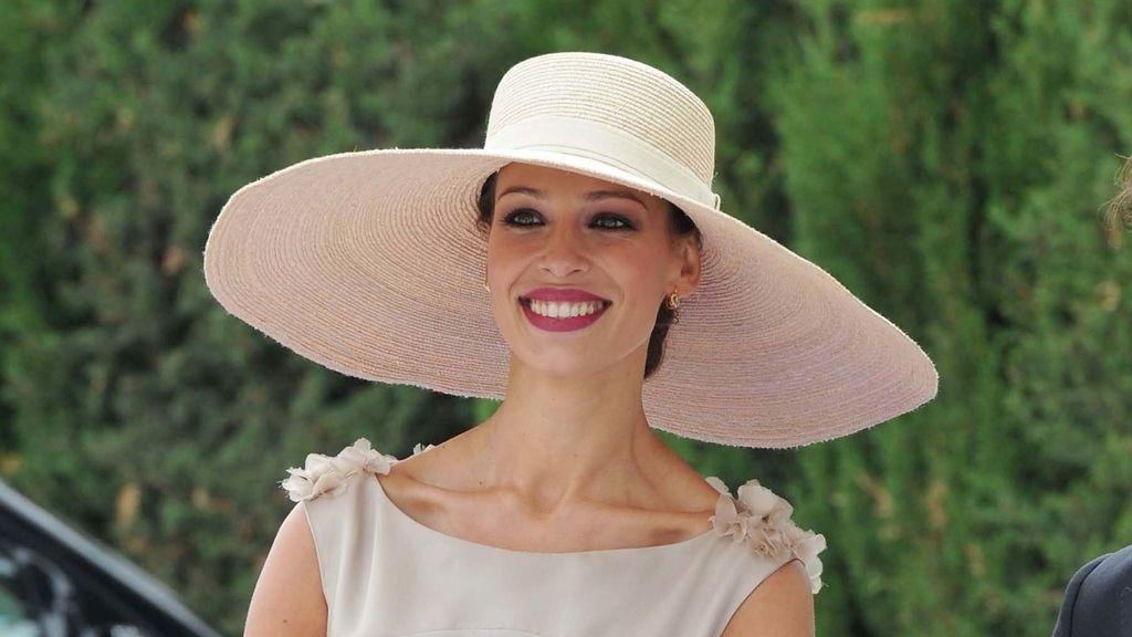 Eva González y Cayetano, sombreros y chisteras en la boda clásica de Fran Rivera