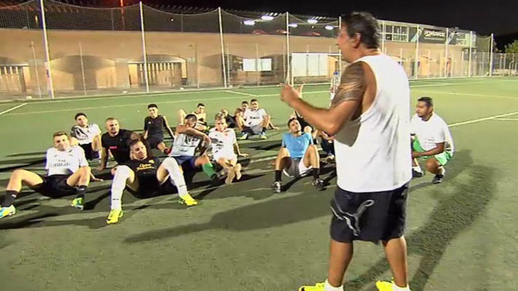 Joaquín organiza un partido de fútbol contra el racismo: Gitanos contra latinos