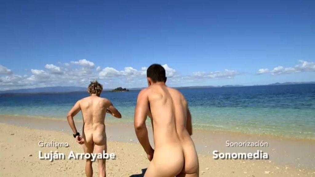 Álex González y Jesús Calleja celebran alcanzar su objetivo con un baño desnudos