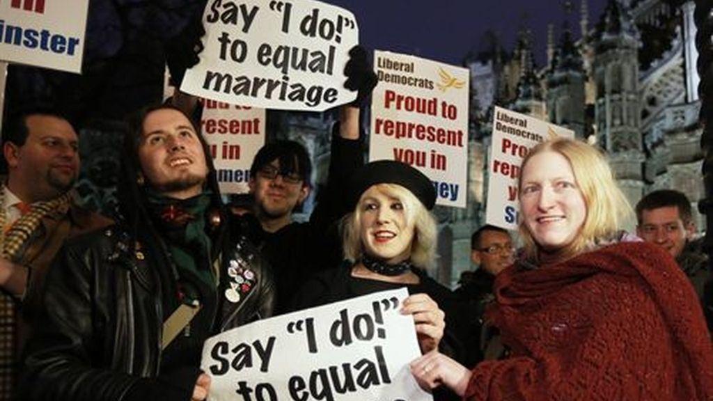 El Parlamento británico aprueba legalizar el matrimonio homosexual