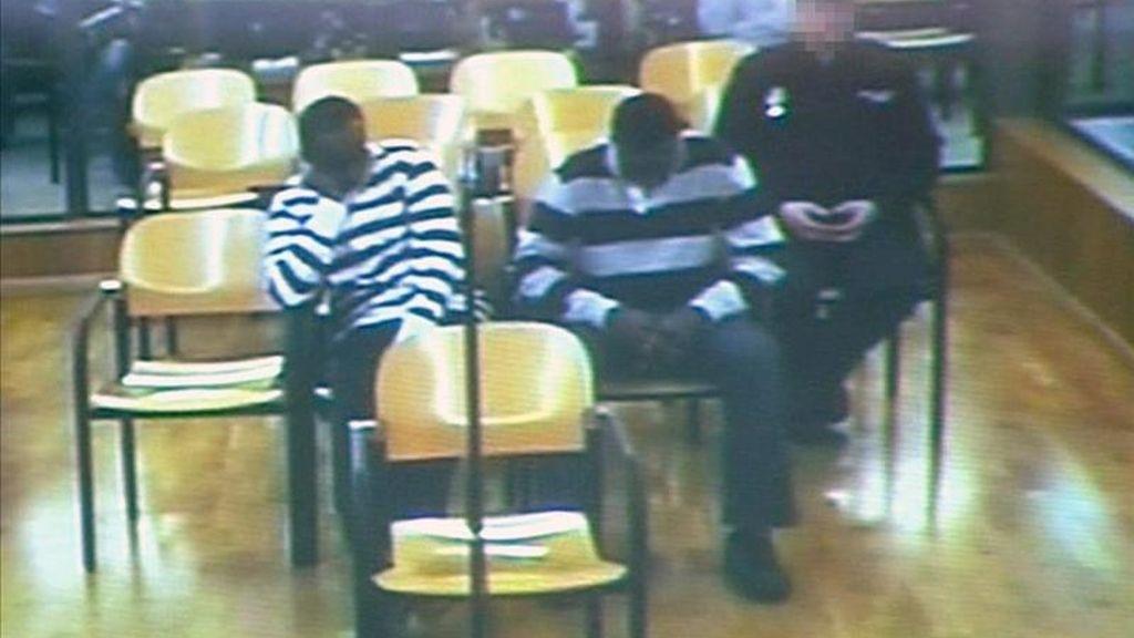 """La Audiencia Nacional ha condenado hoy a 439 años de cárcel a los dos piratas somalís """"Abdu Willy"""" y """"Raageggesey Adji Haman"""" por el secuestro del atunero vasco """"Alakrana"""" y que fueron apresados el 2 de octubre de 2009. EFE/Archivo"""