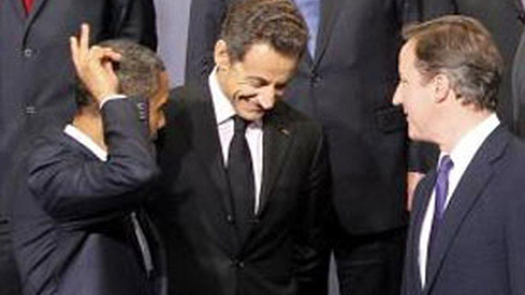 Imagen de archivo del presidente francés, Nicolas Sarkozy, junto al presidente de EEUU, Barack Obama, y al primer ministro británico, David Cameron. Foto: EFE.