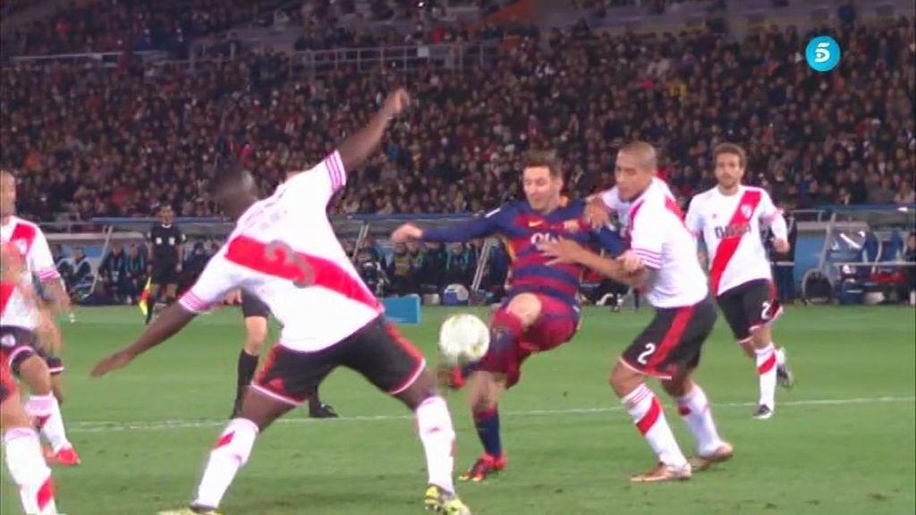 Leo Messi se inventa una genialidad para abrir la lata de River Plate (0-1)