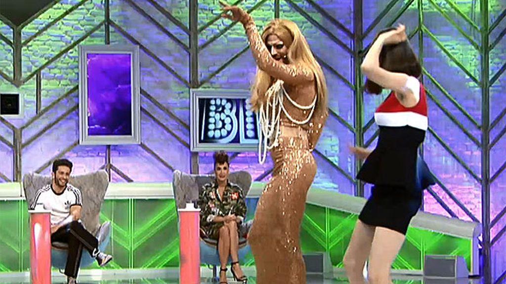 ¡El candidato 'drag queen' y Natalia se marcan un súper baile en plató!