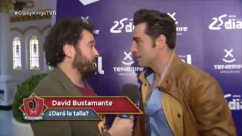 Miguel Martín mide el tupé de Bustamante