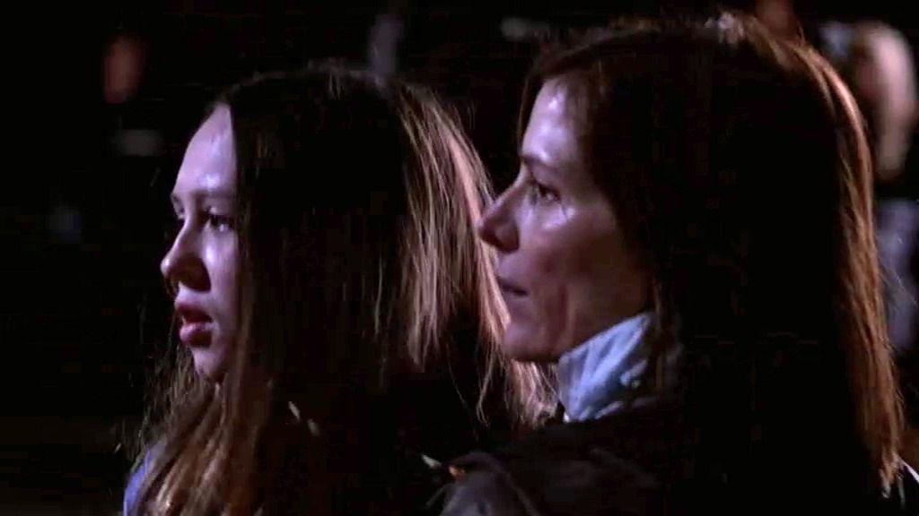 Meg y su amiga escapan de sus secuestradores y se esconden en un bosque