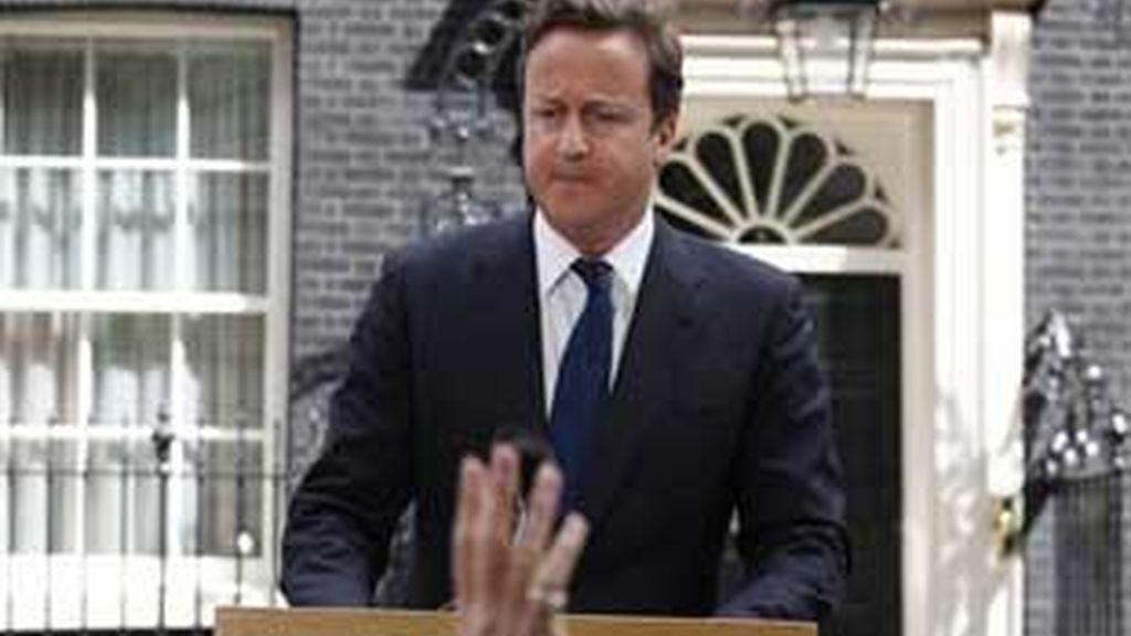 Cameron ha vuelto a comparecer tras una reunión de urgencia en Downing Street. VIDEO: Atlas