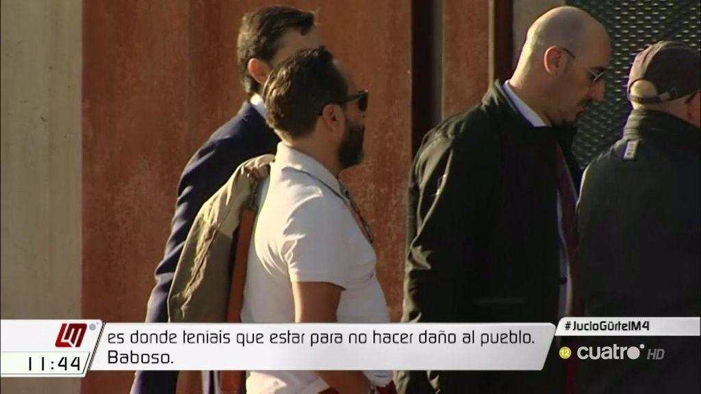 Abucheos y gritos ante la llegada de Correa, 'el bigotes' o Bárcenas