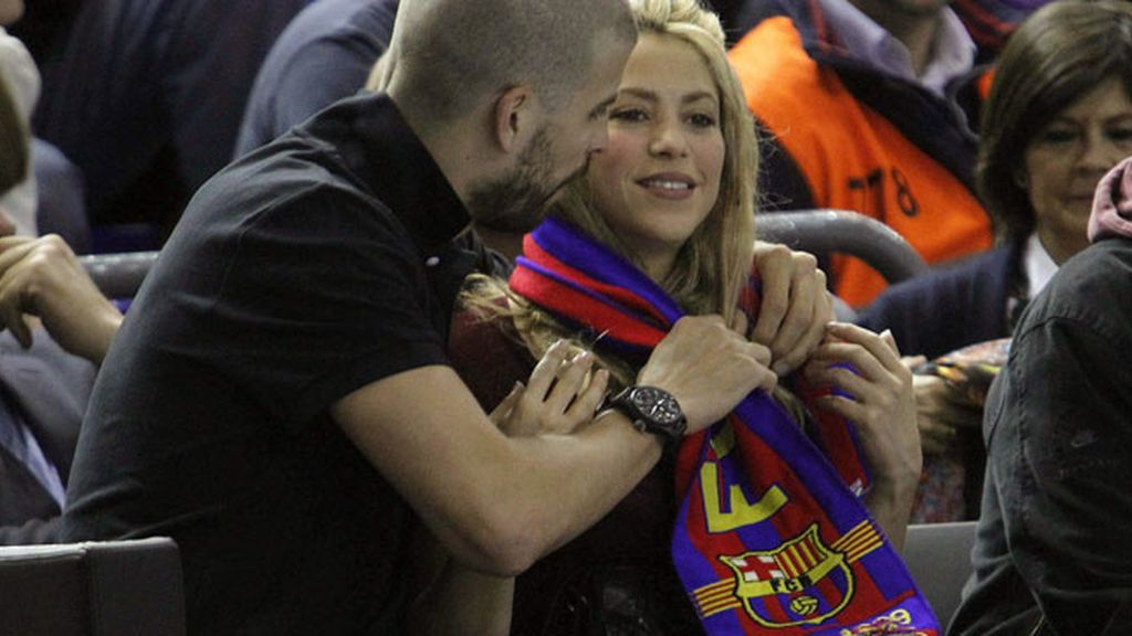 Shakira y Piqué, apoyando al Barça