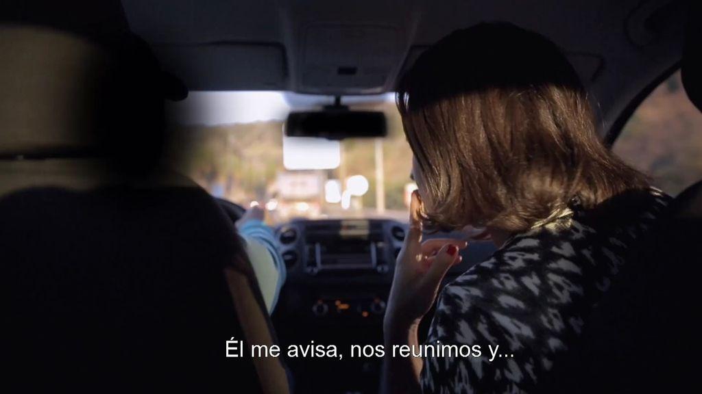 Alejandra entrevista a Christian, su contacto en una organización de narcotraficantes