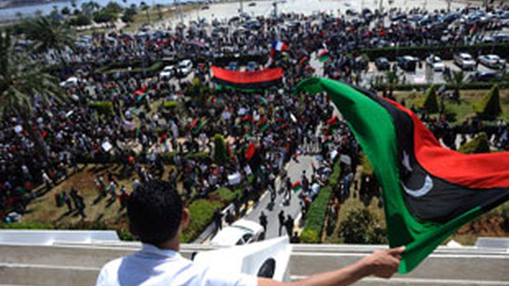 """El hijo del líder libio ha advertido de que la salida de su padre """"no cambiaría nada"""". Vídeo: Informativos Telecinco"""