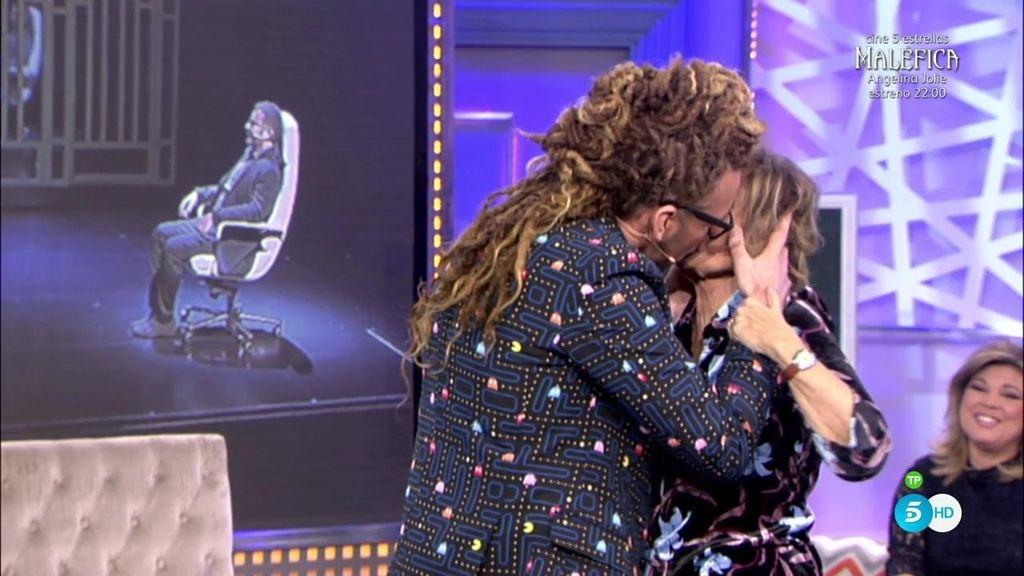 """Torito se despide de '¡QTTF!' con un gran besazo a María Teresa: """"¡Gracias!"""""""
