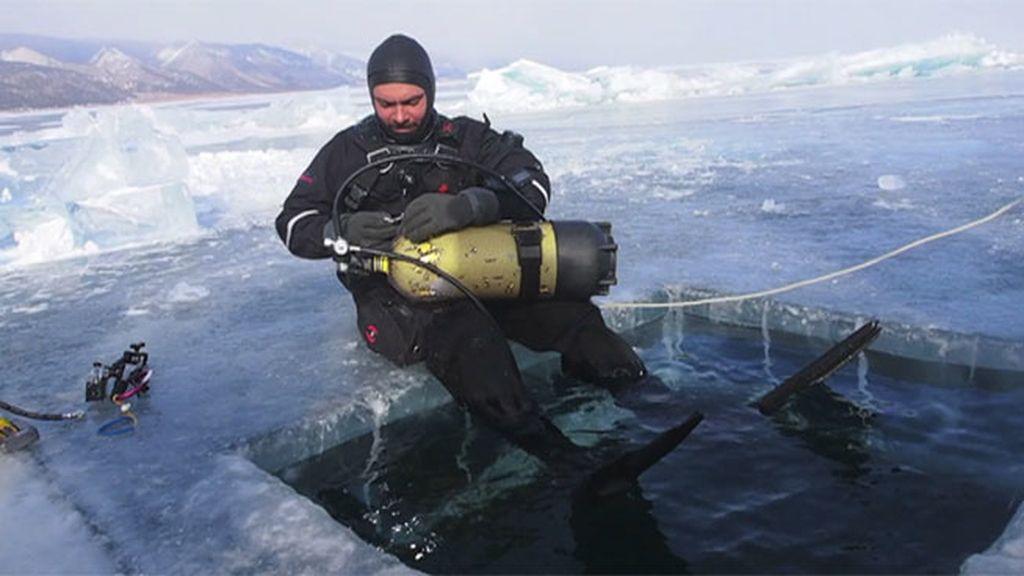 """Los sucesos que presenció Paco Acedo al cruzar el lago Baikal: """"Nunca me sentí solo"""""""
