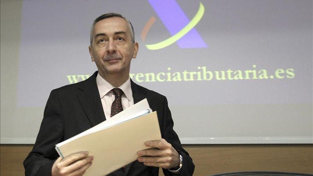 El secretario de Estado de Hacienda, Carlos Ocaña, a su llegada a la presentación hoy en Madrid de la campaña de renta 2010. EFE