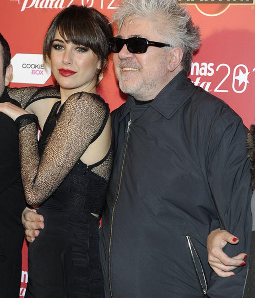 Pedro Almodóvar y su chica de 'Amantes pasajeros'