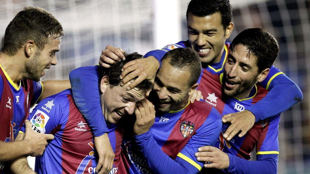 El Levante celebra el gol de Rubén Suárez
