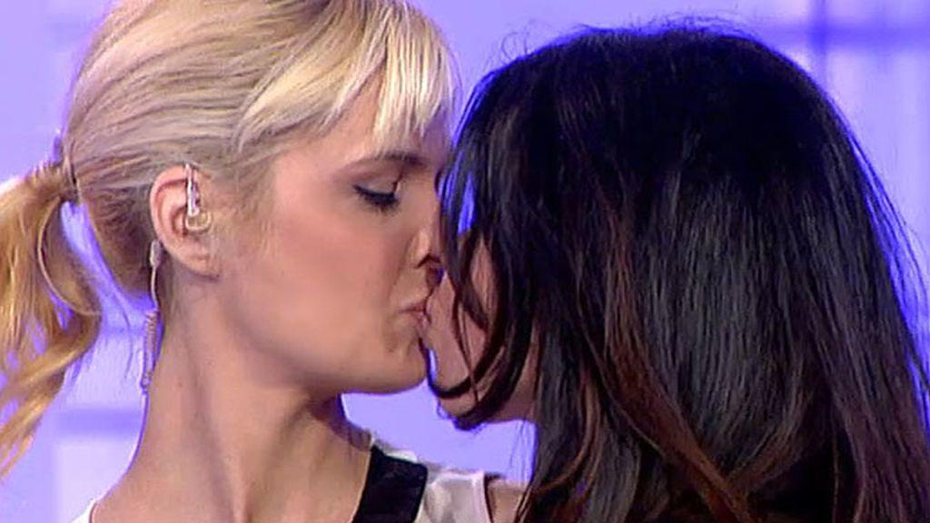 Jackie, pasa del regazo de una pretendienta al de Rafa Mora y acaba en el de Miriam