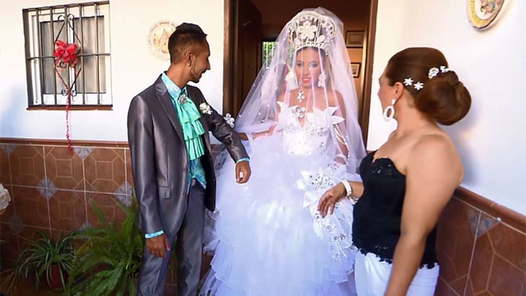Boda Rebe Gipsy : Saray llega por los pelos a entregar el vestido